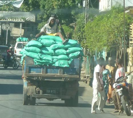 COMORES / Monopole riz ordinaire : Le gouvernement de l'Unopn rappelle le gouverneur de Ndzuwani à l'ordre